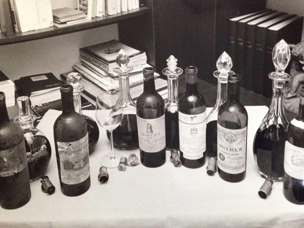 Alterwürdige Bordeaux während einer Degustation 1980