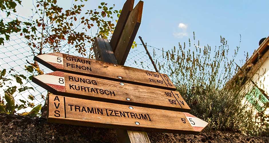 Wegweiser Tramin und Kurtatsch im Südtirol